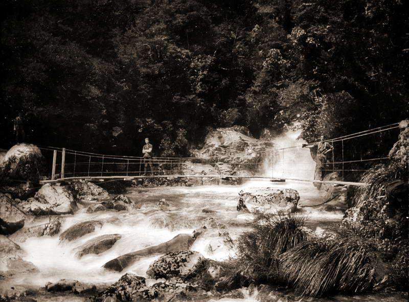 Falls Creek Bridge / Hollyford